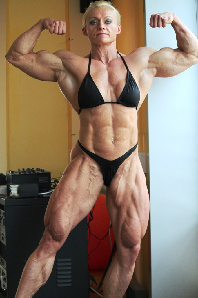 Muscle girl sexy calves slender feets toes
