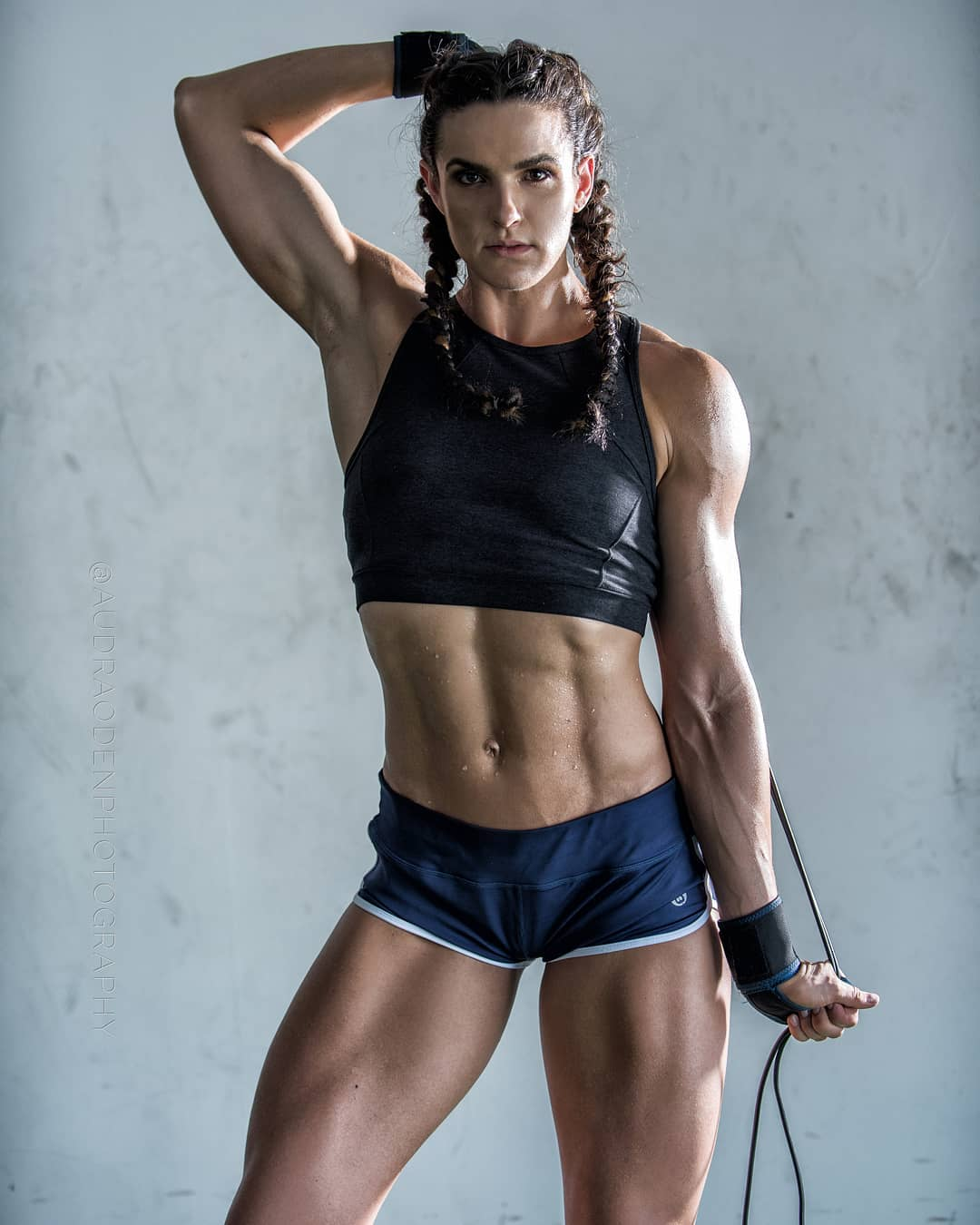 Ripped female abs photos — pic 5